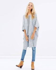 27 cozy jackets to keep you warm while the weather's changing Iconic Australia, Living Dolls, Cool Style, My Style, What To Wear, Celebrity Style, Capri Pants, Kimono Top, Cozy