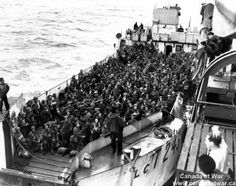 Interesting photo in the way it shows you how many soldiers filled the boats on the D-Day landings. The more famous photos and movies show smaller boats holding 30 max soldiers getting out, here its around 400 Canadian men ready for the invasion ahead. Canadian Soldiers, Canadian Army, Canadian History, D Day Normandy, Normandy Beach, Normandy France, Juno Beach, D Day Landings, Landing Craft
