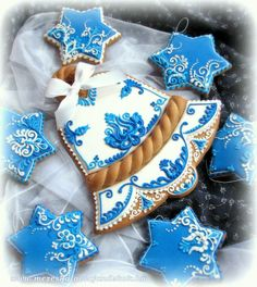 Reminds me of the delft blue! Love it!