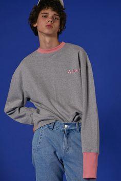 ADER styling  Unbalance sleeve detail sweatshirt in pink #ader #adererror #styling #wit #mixmatch #sweatshirt