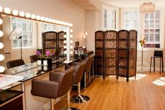 Oh my goodness I would love to have a makeup studio like this!!  Blog - Katrina Hess Makeup Studio - Boston Make Up Artist