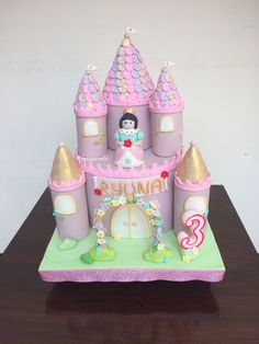 Princess Birthday Cakes #princesstheme #birthdaycakeideas #princessbirthdaycake #castlecake