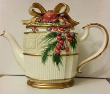 Fitz & Floyd Teapot Christmas Lodge Pinecone Leaf Look Tea Pot with Ribbon