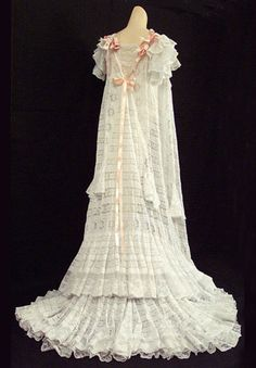 Trouseau lace trimmed peignoir, c.1905, from the Vintage Textile archives.