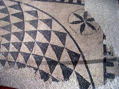 Mosaicos geométricos en el Parque Arqueológico de Segóbriga, en Saelices(Cuenca) | Matemolivares