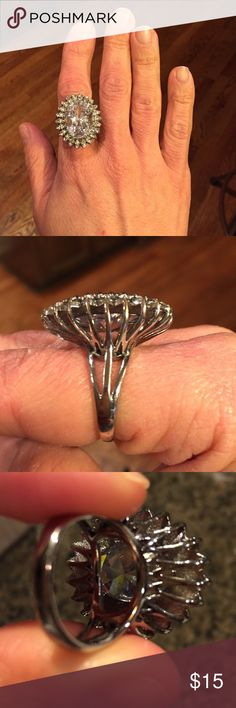Ann Taylor crystal Cocktail Ring 💍 Clear stone. No scratches on stones or metal. Size 8 Ann Taylor Jewelry Rings