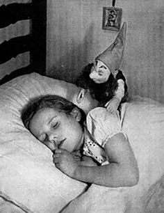 A horrifying collection of scary vintage dolls that will make your flesh crawl | Dangerous Minds Scary Photos, Creepy Pictures, Strange Photos, Funny Pictures, Creepy Photography, Vintage Photography, Horror Photography, White Photography, Rockabilly