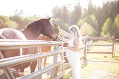 Maternity white gown. On the farm with the horses. Maternity Inspiration