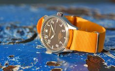 POP-PILOT® watches JNB with a ssand coloured nato strap