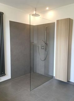 Shower at ground level Gray tiles Glass partition Rainshower - Badezimmer - Haus Design Neutral Bathroom Tile, Modern Bathroom, Small Bathroom, Bathroom Ideas, Bathroom Interior Design, Interior Design Living Room, Glass Partition, Grey Tiles, Bathroom Inspiration