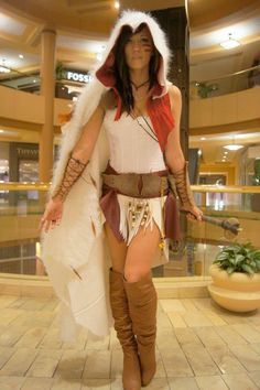 Videogame: Assasin´s Creed. Character: Altair. Version: Prehistory. Cosplayer: Linsay Elyse. Photo: Adam Patrick Murray 2013. Event: Electronic Entertaiment Expo (E3)  2013.