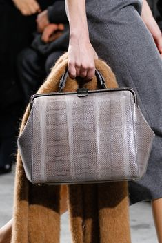 Hugo Boss Fall 2014 RTW - Details - Fashion Week - Runway, Fashion Shows and Collections - Vogue Fall Accessories, Fashion Accessories, Fashion Handbags, Purses And Handbags, Hugo Boss, Trending Handbags, Best Of Fashion Week, Head And Neck, Fall Winter 2014