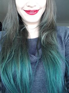Green hair ends / ombre / semipermanent dye / N'Rage in Twisted Teal