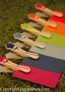 Lära färger med klädnypor