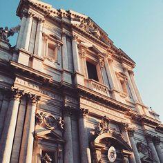 Bella Basilica Sant'Andrea Della Valle  _______________________________________ #sant #santandrea #cathedral #rome #roma #italy #italia #ig_europe #travel #tourism #tourist #ig_travel #Europe #europetour #Europetrip #basilica #ancient #aroundtheworld #architecture #ancientrome #visititaly #ig_italy #city #oldcity #church #holiday #ig_rome #igitaly #ig_trip #ig_roma