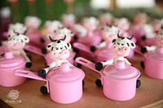Maria Eduarda 1ºniver_40 Biscuits, Cow, Christmas Ornaments, Holiday Decor, Birthday, Party, Party Favors, Jars, Fimo