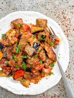 Turkish aubergine in tomato sauce (Soslu patlıcan) - recipe / A kitchen in Istanbul Turkish Mezze, Turkish Salad, Tapas, Vegetarian Recipes, Cooking Recipes, Healthy Recipes, Turkish Recipes, Ethnic Recipes, Vegetables