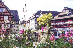 """Bonjour, du zauberhaftes Strasbourg! Endlich sehen wir uns wieder. Dem mittelalterlichen, dörflichen Charme dieser wunderschönen Stadt kann sich einfach niemand entziehen. Den Moment genießen, ein bisschen Leichtigkeit und """"Laissez-faire"""" der französischen Lebensart spüren.Wie in Paris. Nur kleiner, gemütlicher, entspannter. Bei warmer Herbstsonne durch die Straßen und Gassen schlendern, bunte Fachwerkhäuschen bestaunen, am Wasser entlang spazierenmagst du weiterlesen?"""