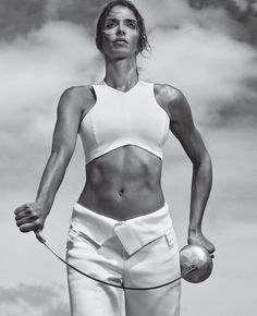 Nathalie Moellhausen is an Italo-Brazilian épée fencer, team World champion in 2009 and team European champion in 2007 for Italy. Martial, Poses, Sexy Workout Clothes, Workout Clothing, Fitness Clothing, Fencing Sport, Epee Fencing, Cute Gym Outfits, Workout Plan For Women