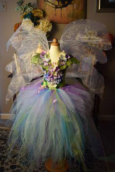 57 Last Minute Ideas to Make a Fairy Princess Halloween Costume For Your Kids - Future Life Hallowen Ideas, Robes Tutu, Spring Fairy, Woodland Flowers, Frozen Elsa Dress, Fairy Clothes, Fairy Birthday, Fairy Princesses, Fairy Dress