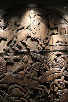 Musée national d'Islande - Reykjavik - The door Valpjofsstadur. - 10) EXPOSITION PERMANENTE. PERIODE 1200-1400: Le roi de Norvège a cherché à gagner de nouvelles terres, et selon les termes de l'Ancienne Alliance de 1262-1264, les Islandais sont devenus les sujets du roi de Norvège. Cela a marqué la fin de l'Ancien Commonwealth, et la fin de la guerre civile. Un nouveau code juridique, et un nouveau système de gouvernement, a été introduit.