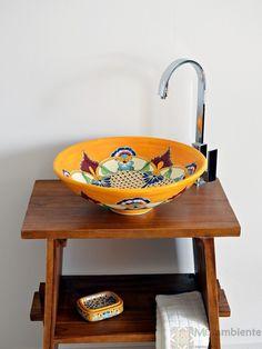 Originelles Waschtisch mit einem mexikanischen Waschbecken von Mexambiente, Modell MEX5 - Puebla rund 44 cm