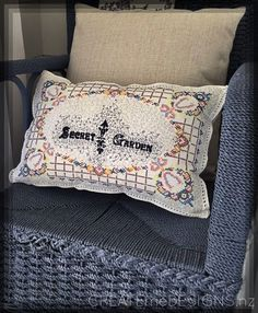 Createme's shop | Felt Bed Pillows, Cushions, Beading Ideas, Doilies, Pillow Cases, Stitching, Recycling, Felt, Embroidery