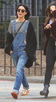 Vanessa Hudgens unwinds with sister Stella in New York #dailymail