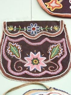 Native American Beadwork Native American Crafts, Native American Artifacts, Native American Beauty, American Indian Art, Native American Beading, Native American Jewelry, Native Design, Nativity Crafts, Native Art