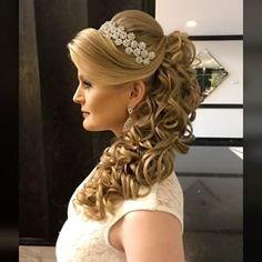 Discover penteadossonialopes's Instagram Nosso Master em Penteados de Curitiba!! 😍 Próximo curso será em São Paulo dias 31 de Julho e 01 de Agosto 👏🏻👏🏻❤️ #PenteadosSoniaLopes ✨ . #sonialopes #cabelo #penteado  #noiva #noivas #casamento #hair #hairstyle #weddinghair #wedding #inspiration #instabeauty #beauty #penteados #novia #tranças #inspiração  #tutorial #tutorialhair  #braidstyles #love #lovehair #videohair  #curl #curls #trança #cabeleireiros #peinado 1564693647450293651_1188035779