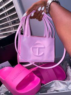 Luxury Purses, Luxury Bags, Bougie Black Girl, Looks Halloween, Black Girl Aesthetic, Cute Purses, Cute Bags, Purses And Handbags, Fashion Bags