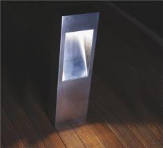 Baliza fluorescente de exterior Lap B, diseño de David Abad para B.Lux.