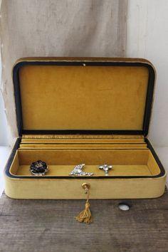 vintage velvet jewelry box via Etsy