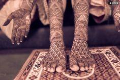 ✍️Good henna! Photo by White Frog Productions, Delhi #weddingnet #wedding #india #indian #indianwedding #weddingdresses #mehendi #ceremony #realwedding #lehenga #lehengacholi #choli #lehengawedding #lehengasaree #saree #bridalsaree #weddingsaree #photoshoot #photoset #photographer #photography #inspiration #planner #organisation #details #sweet #cute #gorgeous #fabulous #henna #mehndi
