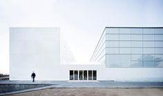 Alberto Campo Baeza > Pabellón Polideportivo y Aulario • #projectoftheday at hicarquitectura.com #campobaeza #architecture #madrid #pabellon #photosby Javier Callejas