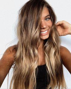 a Brown Hair Balayage, Brown Blonde Hair, Hair Color Balayage, Brunette Hair, Hair Highlights, Balayage Bronde, Bronde Haircolor, Long Bronde Hair, Ombre Hair