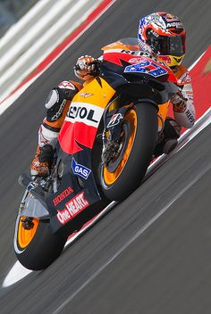 Casey Stoner - I miss him now he's not doing motogp anymore :(