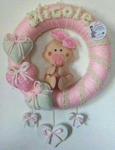 Ghirlanda nascita rivestimento in lana rosa con nome , cuori e bebè in Pannolenci e dettagli in legno, pizzo e perline! Creato da Sogni di Pannolenci!