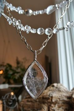 Crystal pendant with adjustable JD silver chain