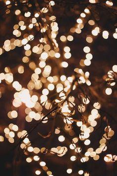 Christmas Lights Wallpaper, Christmas Phone Wallpaper, Christmas Aesthetic Wallpaper, Holiday Wallpaper, Winter Wallpaper, Christmas Lights Background, White Christmas Lights, Black Wallpaper, Wallpaper Natal