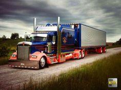 Super sharp, Love matching trucks and trailers. Show Trucks, Big Rig Trucks, Old Trucks, Pickup Trucks, Custom Big Rigs, Custom Trucks, Scania V8, Trailers, Kenworth Trucks
