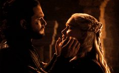 Looking for for ideas for got characters?Check out the post right here for perfect Game of Thrones memes. These positive pictures will make you enjoy. Arte Game Of Thrones, Game Of Thrones Facts, Game Of Thrones Quotes, Game Of Thrones Funny, Emilia Clarke, Jon Snow Y Daenerys, Jon Snow Daenerys Targaryen, Khaleesi, Jon Snow Gif