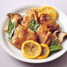 Teriyaki with lemon teriyaki with chicken meat    Chicken thigh 1 sheet (about 250 g)  Ellinghi 1 piece (about 50 g)  A slice of lemon (domestic) 4 sheets  Silk sheath 6  Saucec  · Grated garlic 1 teaspoon  · Soy sauce, mirin 1 tablespoon each  ·honey 1 teaspoon  Salad oil a little