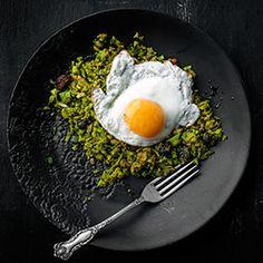 """Smażony """"ryż""""  z brokuła z dodatkiem jajka lub tofu"""