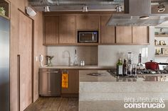Na edição de fevereiro, apresentamos este apartamento de uma designer de joias. Aqui, você confere mais fotos inspiradoras