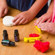 DIY Aromatherapy Playdough The cold weather usually means more time indoors. Entertain your kids this season by turning play time into learning time by making aromatherapy play dough! Essential Oil Companies, Essential Oils For Colds, Essential Oil Uses, Young Living Essential Oils, Bath Recipes, Doterra Oils, Play Dough, Aromatherapy, Peppermint