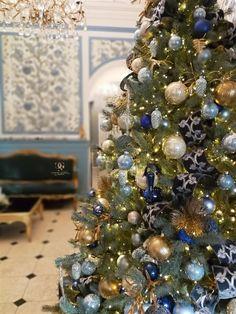 Christmas Tree Decorations, Holiday Decor, Hotels, Invitation Design, Christmas Decor, Things To Do, Xmas Tree Decorations