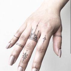 Tattoo rings Henna Finger Tattoo, Tattoo Hand, Finger Tattoo Designs, Geometric Tattoo Finger, Inside Finger Tattoos, Tatoo On Finger, Henna Hand Tattoos, Simple Finger Tattoo, Simple Hand Tattoos