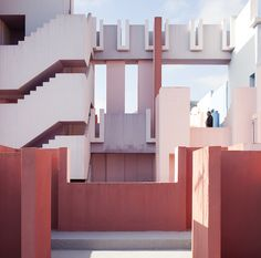 La Muralla Roja. Ricardo Bofill, 1973. Calpe, Alicante, España. Clement Guillaume | Flickr - Photo Sharing!