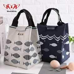 Best 10 Easy 10 Beginner sewing projects projects are readily available on our web pages. Check it out and you wont be sorry you did. Cooler Box, Lunch Cooler, Insulated Lunch Bags, Reusable Tote Bags, Sac Lunch, Mens Lunch Bag, Picnic Bag, Bag Patterns To Sew, Patchwork Bags